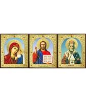 Икона Тройник, лик Софрино арочный 24-Г-2 31х13 см деревянный прямой киот на подставке, лик 30х12 арочный Софрино, оклад (риза) золото