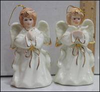 Керамическая статуэтка-игрушка на елку ангел с книгой
