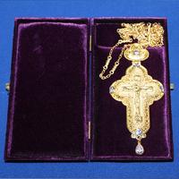 Крест позолота с камнями 003