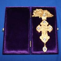 Крест позолота с камнями 006